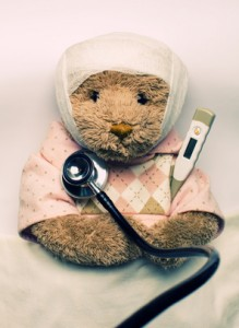 Medical examination of ill teddy bear in bed 44537344_XS